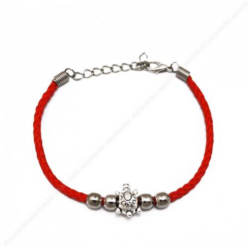 Красный браслет с черепахой