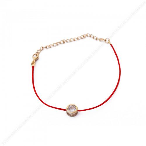 Красная нить с подвеской,большой камень в золотой оправе.