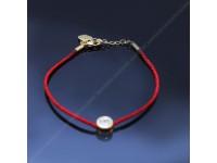 Красная нить на цепочке с камнем