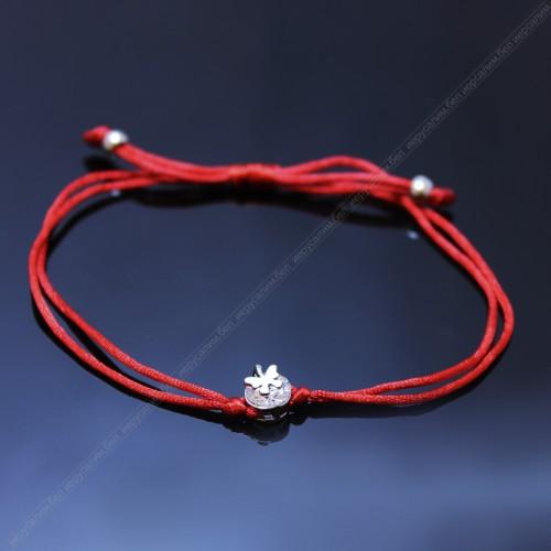 Красная нить с кристаллом сваровски и бабочкой