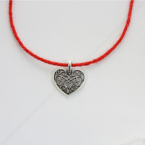 Красная нить с амулетом Сердце - привлечения любви суженого