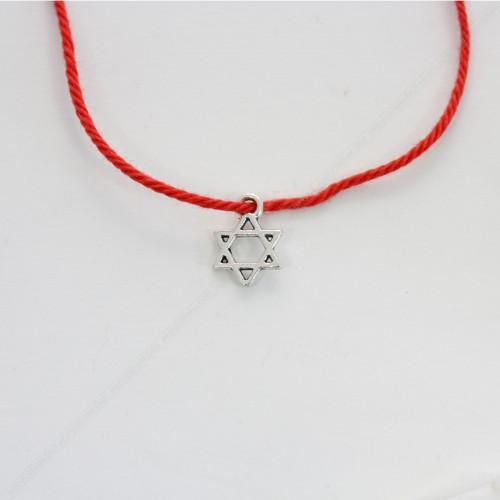 Красная нить с оберегом Звезда Давида