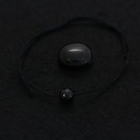 Чёрная обережная нить с чёрным агатом